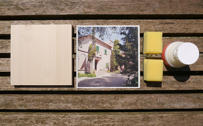 Wanddeko selber machen. Superleicht Fotos auf Holz übertragen. Wie es geht, seht Ihr hier: https://blog.ernstings-family.de/2015/06/wanddeko-selber-machen/