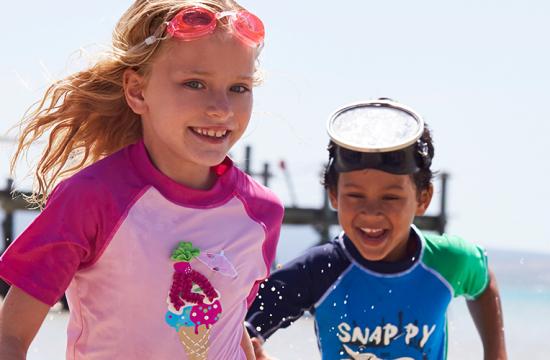 UV-Schutz für Kinder, UV-Schutz, Kinderbademode, UV-Schutz-Shirt, Ernsting's family