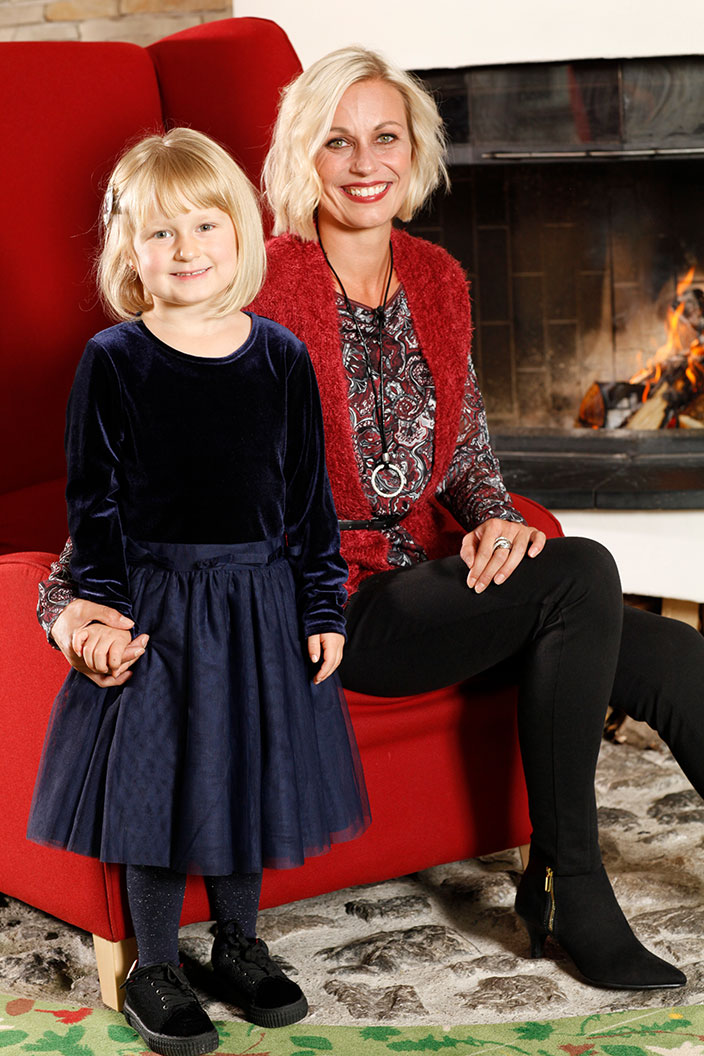 Umstyling, Ernsting's family, festlicher Look, Chiffonbluse mit Paisley-Muster, Leggings mit Ziernaht