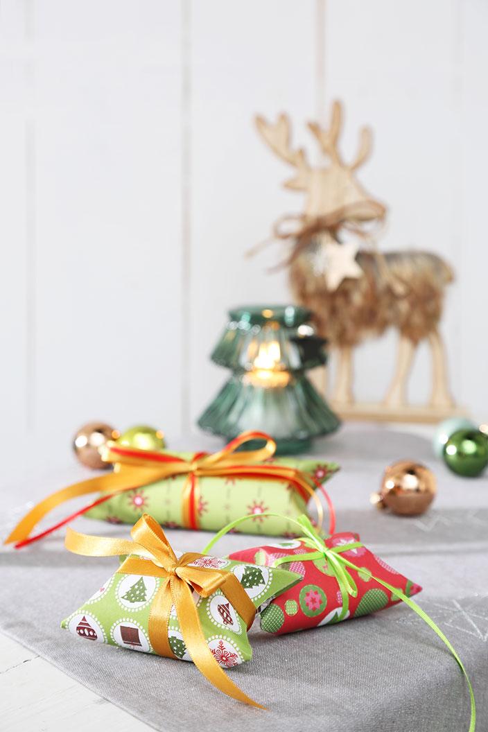 Basteln für Weihnachten, basteln Advent, Basteln mit Kinder, Tannenbäume aus Korken, Adventskranz Brosche, Geschenkkarton basteln